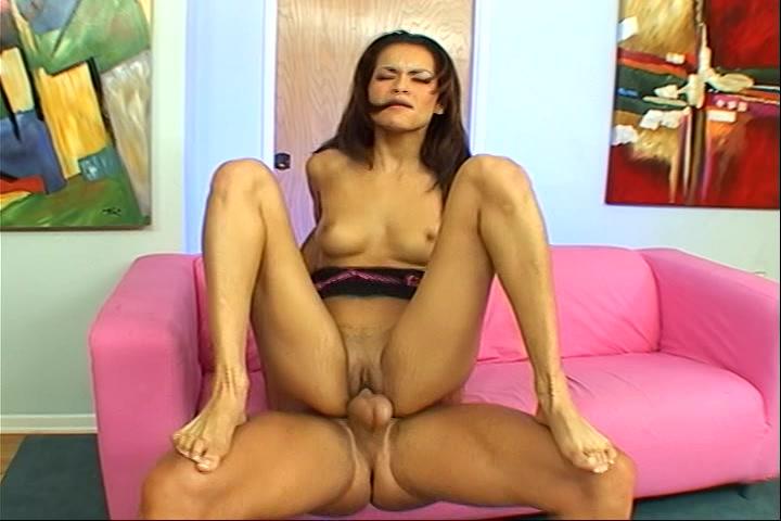 gewillige latina in zwoel lingerie laat haar aars aflikken zuigt en word beestachtig aangeduwd