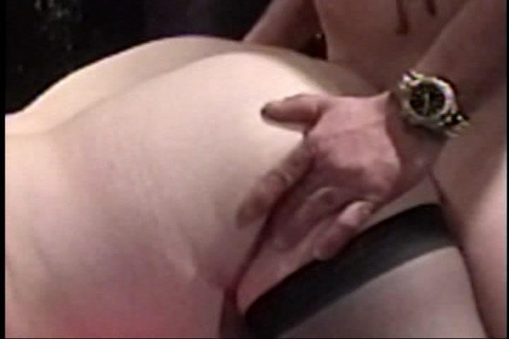 flinke meiden en hitsige gozers in een groep porno