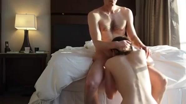 Wauw,  dit is echt sletterige amateurporno.  hitsig en heete deze huisgemaakte pornovideo.