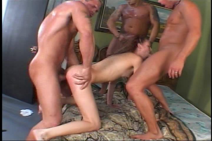 drie mature jongens kezen een tiener deerntje