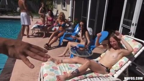 na dat zonnen badderen afzuigen de hoeren de stevige penissen en laten zichzelf kezen.