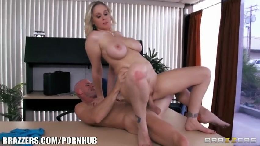 op kantoor pijpt zijn secretaresse zijn enorme penis en naait hij haar