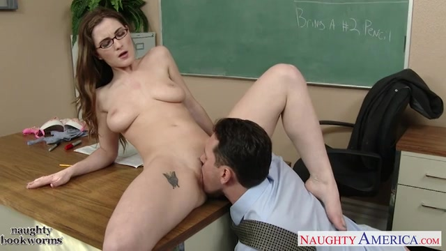 de leerkracht ontvangst een pijp beurt likt haar poesje en naait tot hij klaar komt