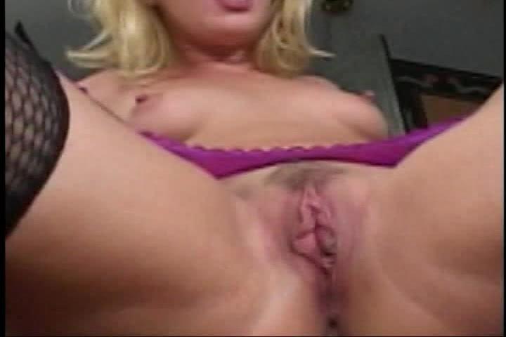 de sperma spat op haar poepgaatje en geschoren kut