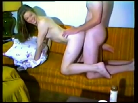 Retro VHS porno tape tienermeisje sex